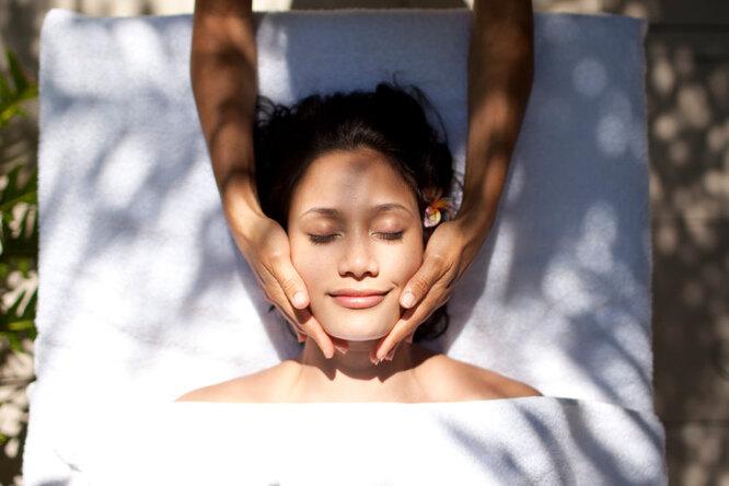 5 видов массажа для лица, которые реально помогут помолодеть