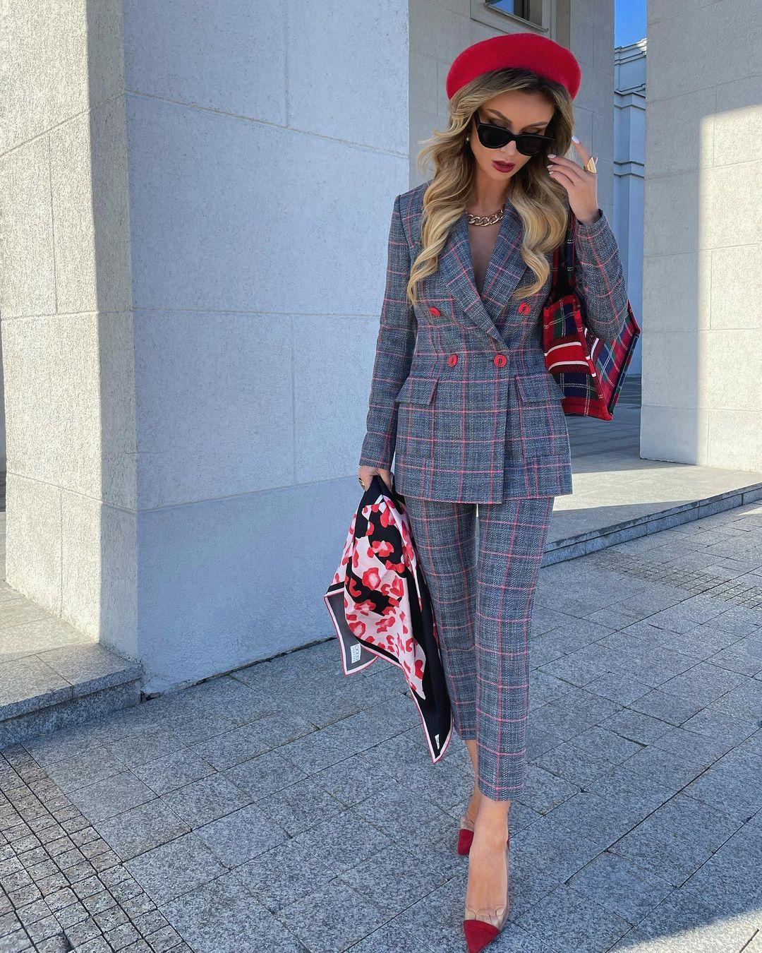 Модные женские костюмы весна-лето